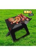 Barbec Un barbecue à charbon résistant et facile à utiliser qui est livré avec deux grilles de cuisson. Fabriqué en fer. Dimensions approx. :45 x 35 x 30 cm. Dimensions approx. plié : 45 x 45,5 x 2,5 cm. Facile à nettoyer