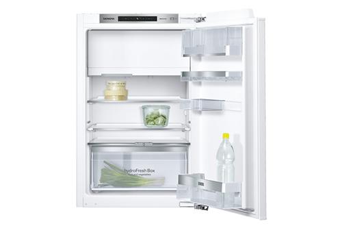 Le réfrigérateur intégrable Siemens KI22LAD30 offre un volume de stockage de 124 L (109 L pour la partie réfrigérateur et 15 L pour la partie congélateur). Son congélateur 4 étoiles permet de congeler et conserver les produits surgelés jusqu´à 12 mois. So